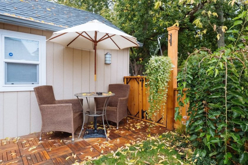 tiny-house-backyard